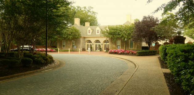 Colonial-styled architecture accents Marriott's Manor Club at Ford's Colony in Williamsburg, VA. (credit Leonard Kinsey)