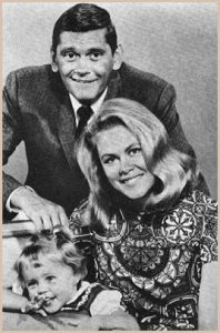 Dick York, Elizabeth Montgomery and Erin Murphy on Bewitched.
