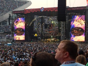 The Grateful Dead's stage enhanced the audience's experience.