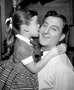 Angela Cartwright with TV dad Danny Thomas. (Wikimedia)