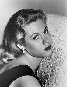 Elizabeth Montgomery circa 1959. (Wikimedia)