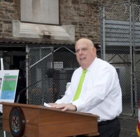 Hogan-at-jail-by-Rick-Lippenholz-Gov-Press-Office-620x350