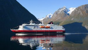 Hurtigruten-Ship2