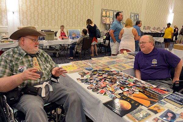 Vendor Marty Kircher (right) chats with an enthusiastic convention goer. (Cheryl Fair)