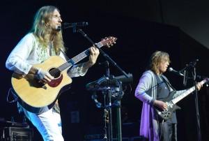 Yes singer Jon Davison, left, and bassist Billy Sherwood. (All photos by Chris Swanson)